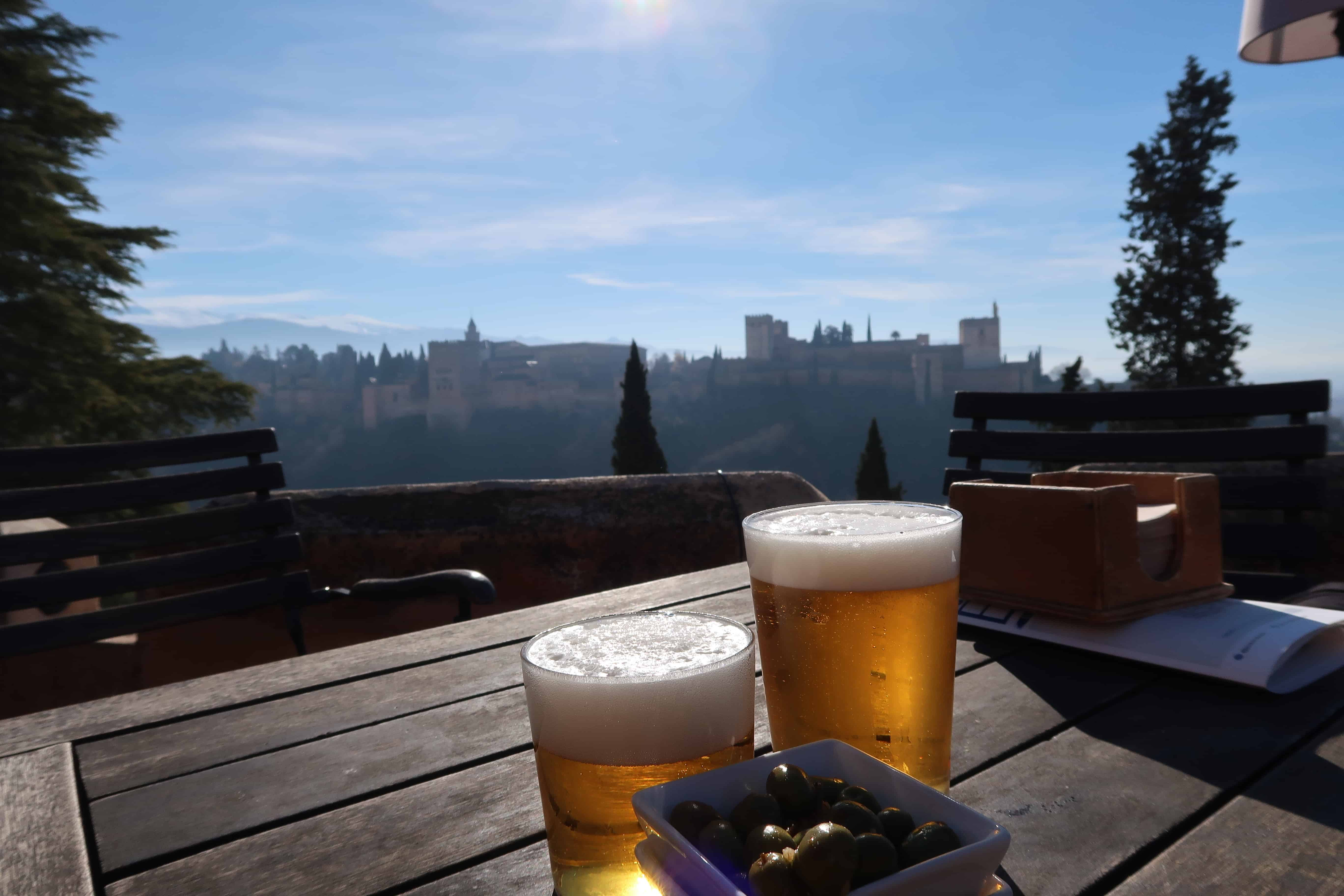 Tapas con vistas de La Alhambra (Granada)