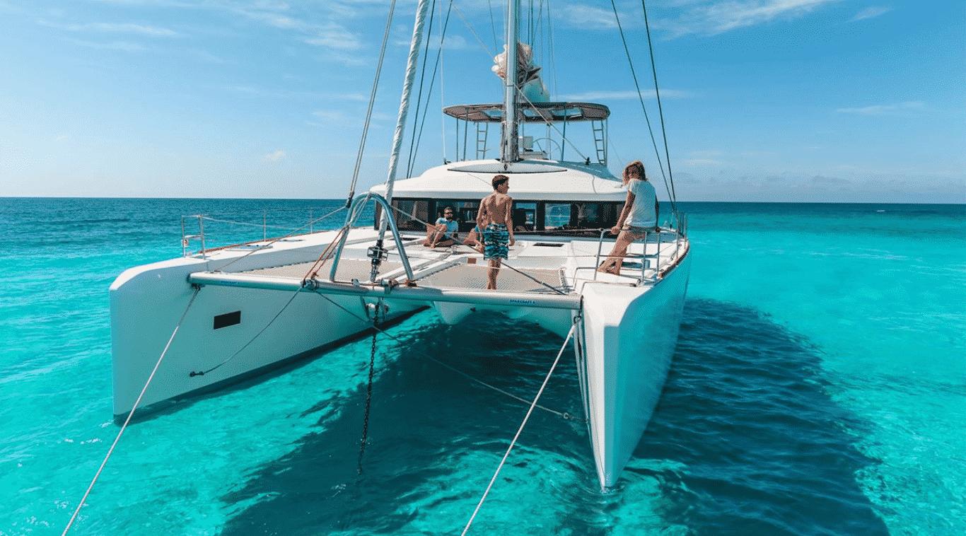 Ser voluntario en un catamarán y disfrutar de aguas como éstas...