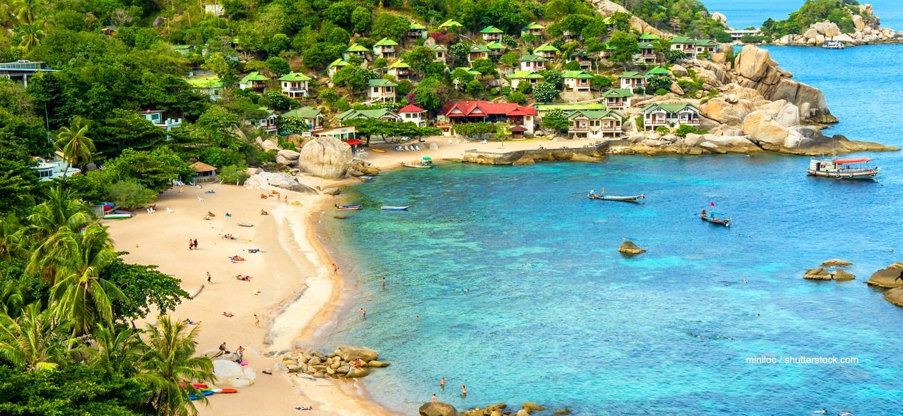 Tanote Bay. El hotel se encuentra en la misma playa.