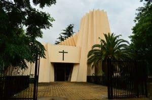 Acceso a la Iglesia Santa Teresa
