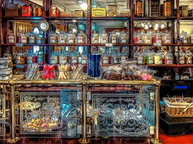 Interiores de la tienda de dulces (Peter)
