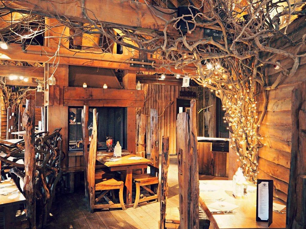 Interiores del restaurante árbol (thelittlemagpie.com)