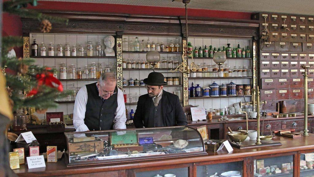 Interiores de la farmacia de Beamish (Fiveprime)