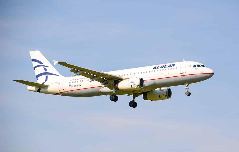 Avión aterrizando en Atenas