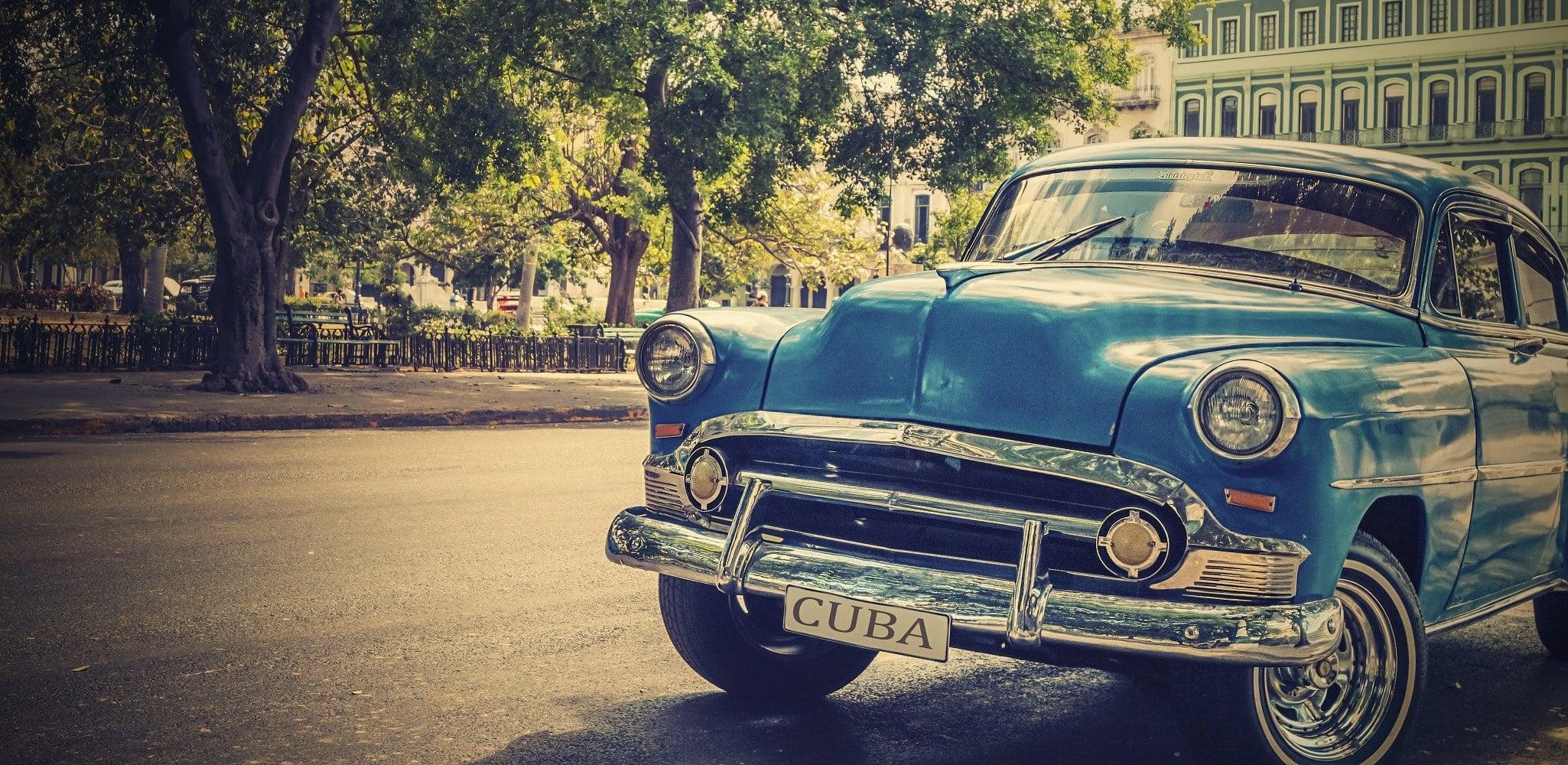 Almendrón por La Habana.