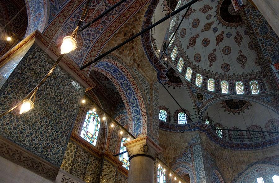 interior-mezquita-azul